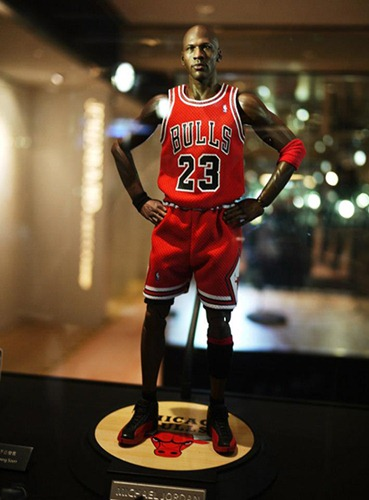 001-michael-jordan-figurines-enterbay-showcase-3