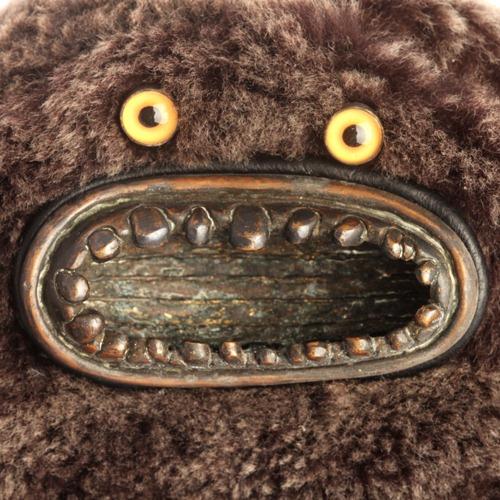fur_munch_yellow_eyes